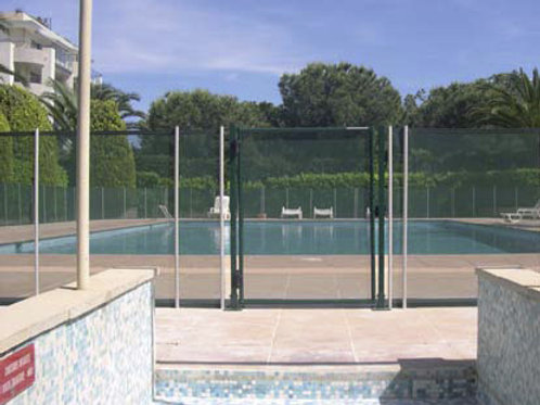 AUTOMATIC SELF CLOSING POOL GATE