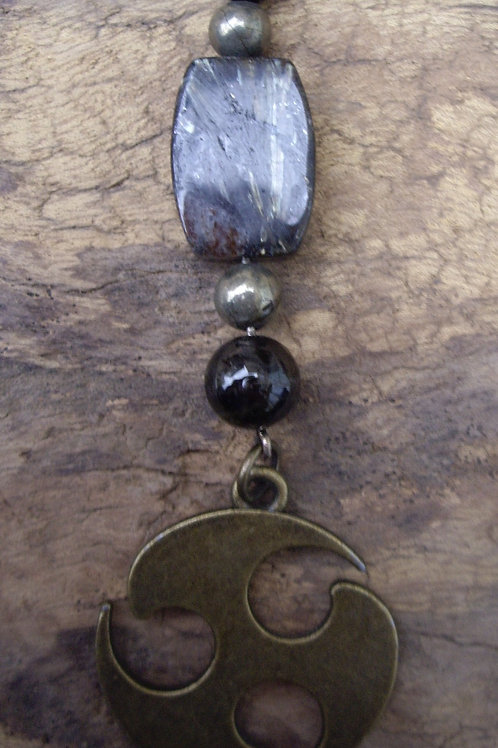 Triskel – Astrophyllite – Tourmaline noire - Pyrite