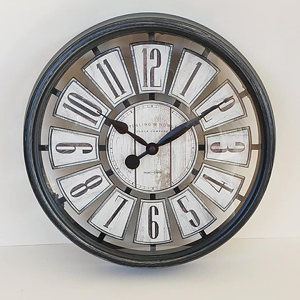 Reloj negro estilo antiguo