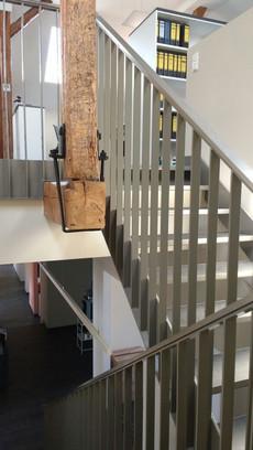 Treppe mit Holz.jpg
