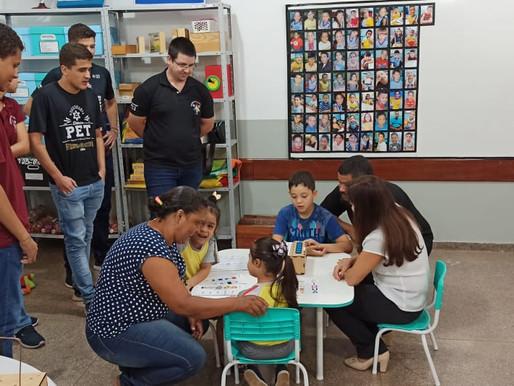 Entrega de brinquedos à escola municipal Antônio Joaquim de Arruda