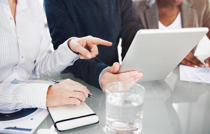 brainstorming-colleagues-conversation-12