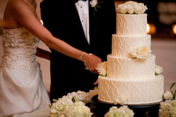 Qual é o Momento de Cortar o Bolo Durante a Festa de Casamento?