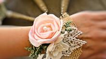 Corsage para madrinhas: um toque extra de delicadeza para seu casamento