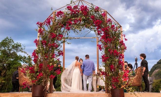Os arcos de flores dicas para seu casamento.