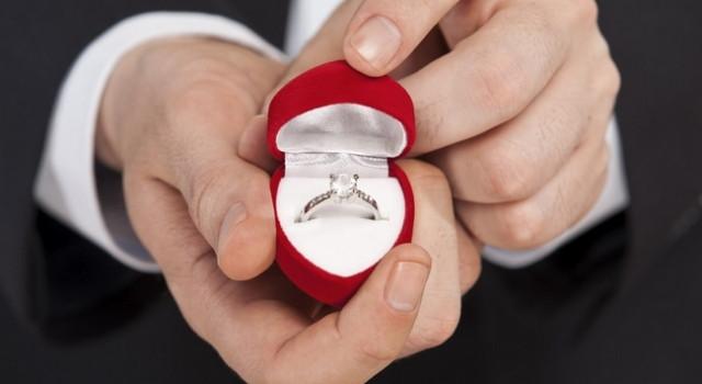 Conheça detalhes, a história e o significado das alianças de noivado e casamento e das joias dos noi