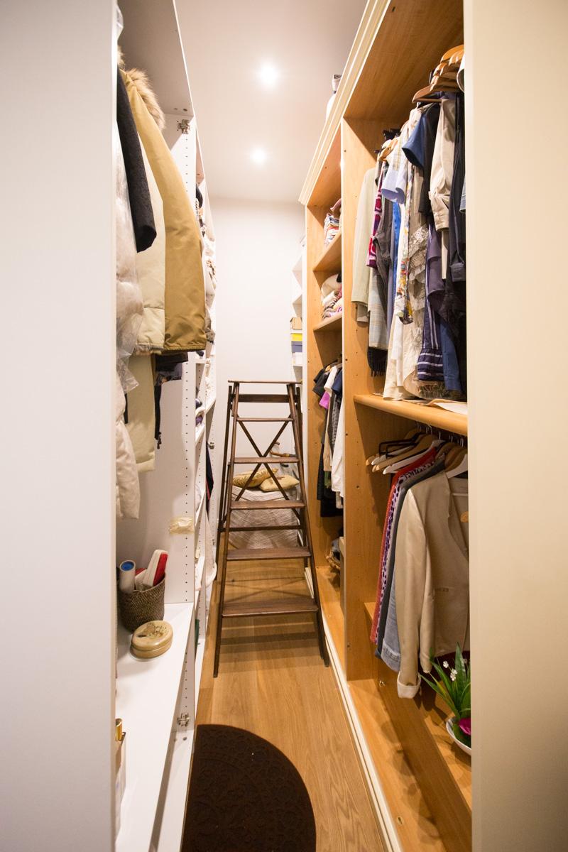 cabina armadio dietro testiera letto