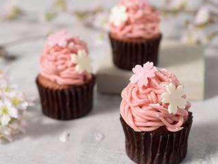 桜カップケーキとお花見