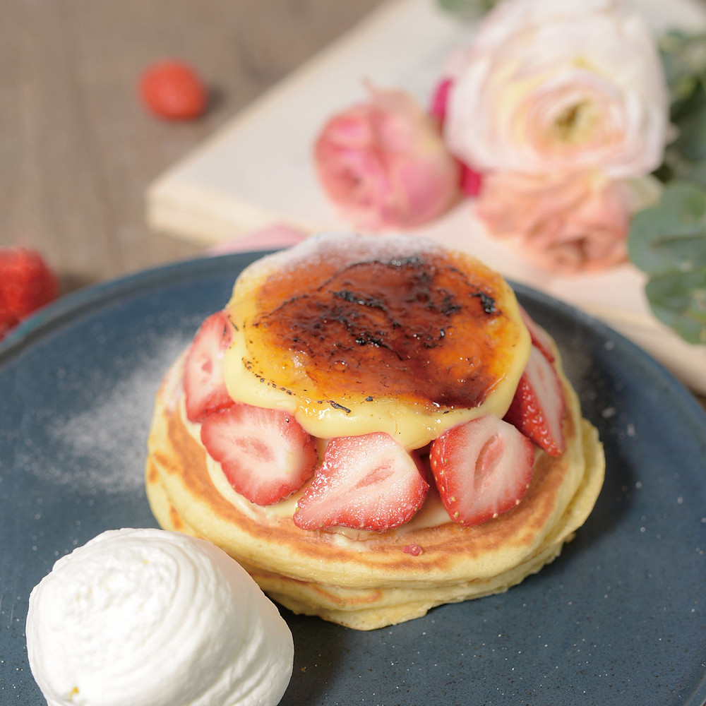 イチゴとマスカルポーネのブリュレパンケーキ