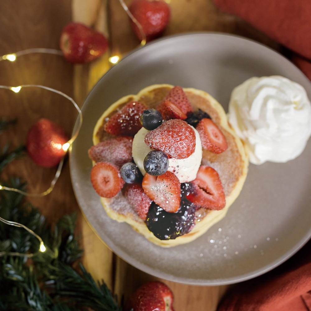 クリームチーズパンケーキ / 4種フロマージュアイスとダブルベリーパンケーキ