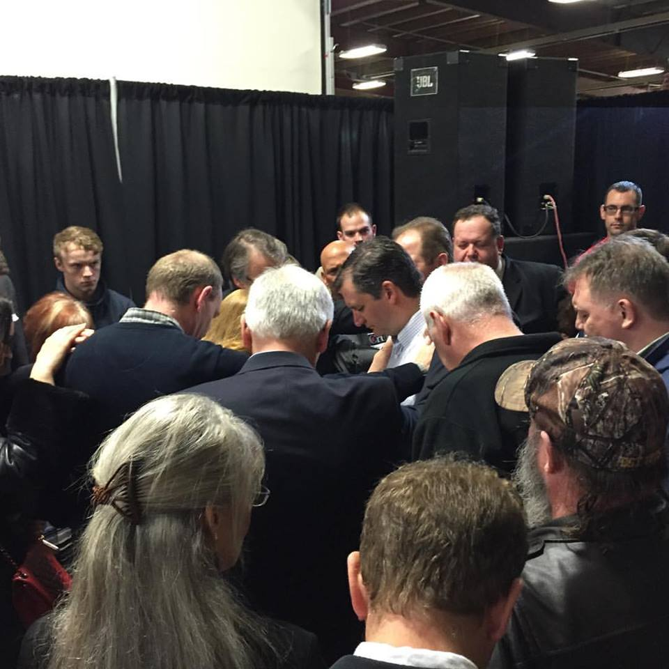 Ron Mendive praying with Ted Cruz