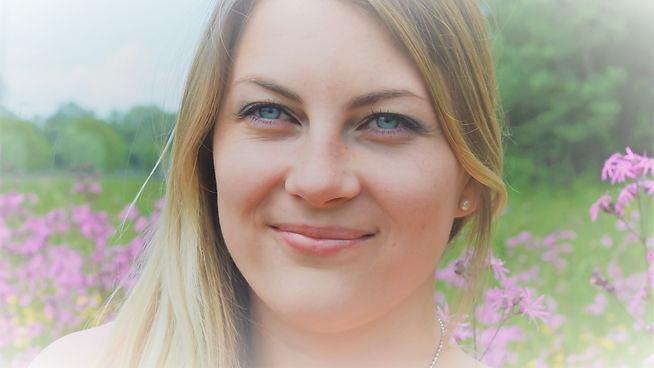Simone Mayer Humanenergetik Auraarbeit Auratrainerin Österreich