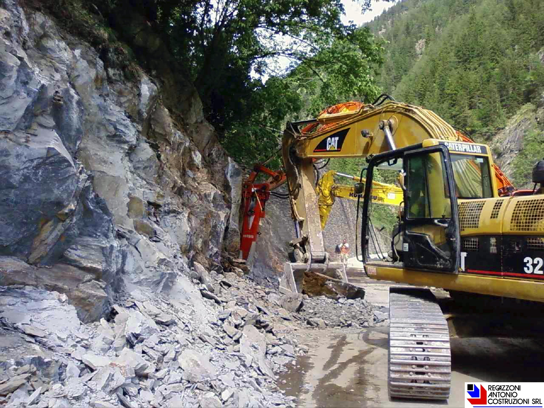 Carona - Demolizione roccia per allargamento strada provinciale