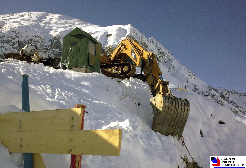 San Simone - Escavatore Cat per realizzazione piste da sci