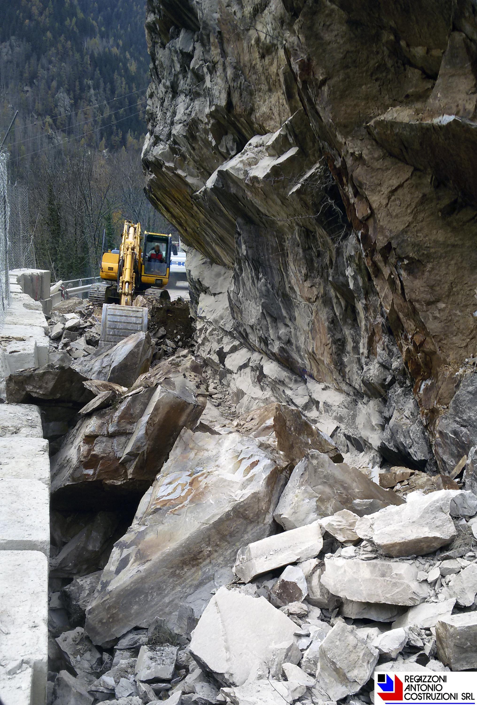 Branzi - Roccia demolita per allargamento strada provinciale