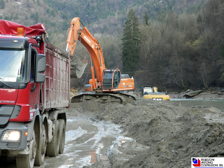 Lenna - Pulizia greto fiume Brembo