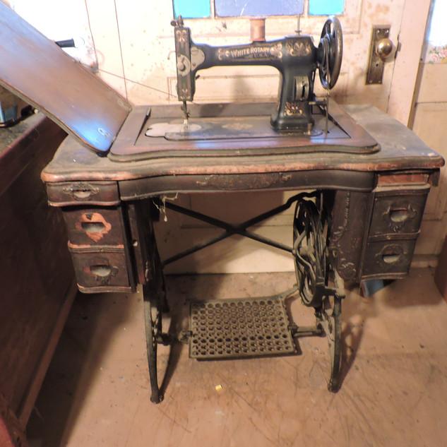050  White Rotary USA Sewing Machine.JPG