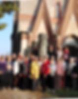 groupe devant l'abbaye.jpg