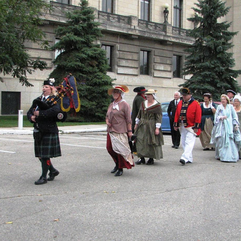 Manitoba Loyalists being piped from the Legislative Building to Government House
