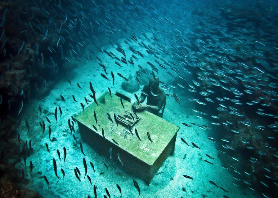 """""""The Lost Correspondent"""" in Grenada by Jason deCaires Taylor"""
