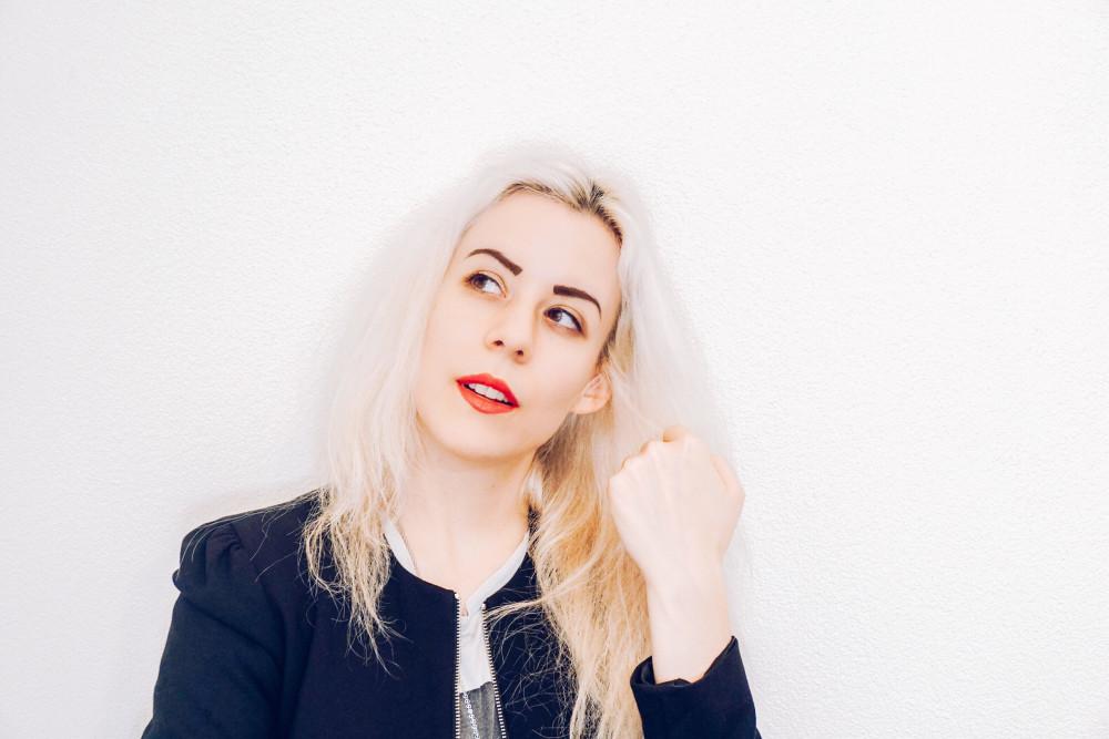 Album Review: 26 by Ámaris