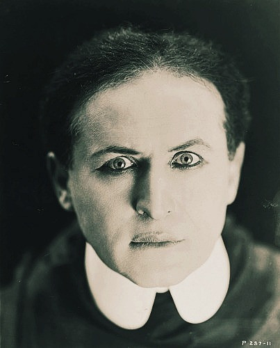 I Paint Dead People: The art of séances and mediumship | Harry Houdini