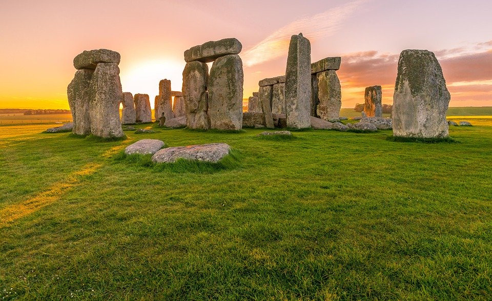 Emerging Stonehenge Research Supports Prehistoric Calendar Theory | Stonehenge | Public Domain Pixabay