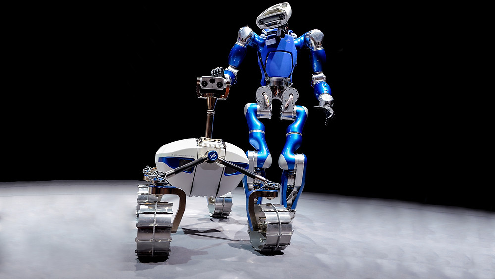Space Robots by the Massachusetts Institute of Technology and Earth Robots by the Institute of Robotics and Mechatronics | The Institute of Robotics and Mechatronics presented the LRU rover and the walking robot TORO at the 2014 ILA.
