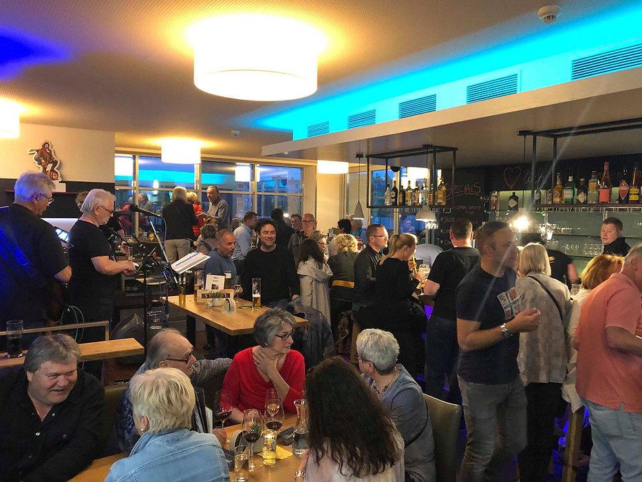 Leons Bar, Live-Musik