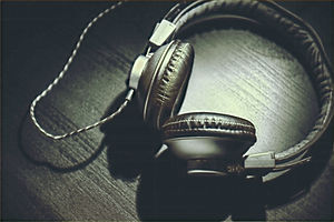 headphones-690685_1920_edited.jpg