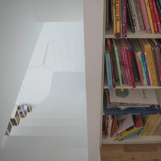 Escala vista superior i llibreria