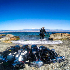 Sidemount Cylinders on the shore