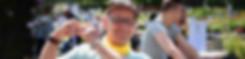 Een bewoner van Ter Heide maakt een hartjessymbool met zijn handen