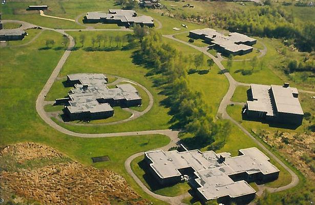 Een luchtfoto van de gebouwen van Ter Heide Zonhoven in hun beginjaren