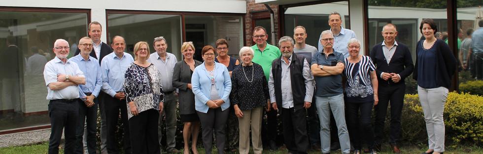 Alle leden van de Gebruikersraad en medewerkers van Ter Heide staan samen op een groepsfoto