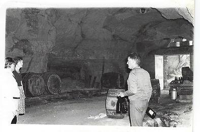 la cave du Doaine Hérault à ses débus