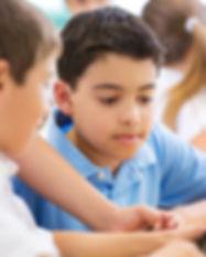 Les garçons à l'école