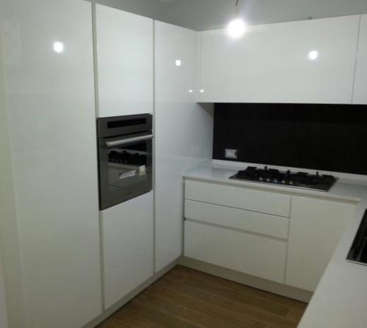 Cucina Bianca_Colonne angolari