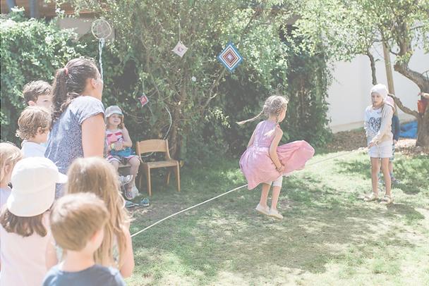 Seilspringen im Kindergarten