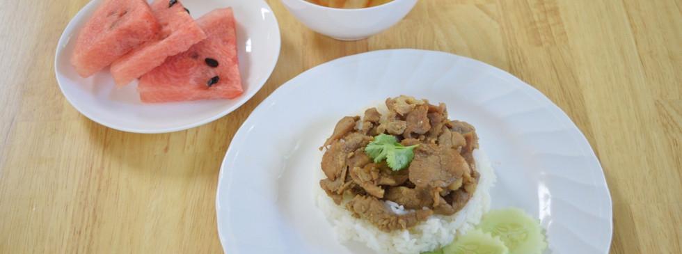 อาหารกลางวัน_201202_16.jpg