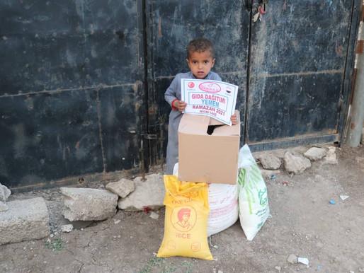 Her taraftan kuşatılmış ,insanları açlığa,sefalete sürülmüş,salgın hastalıkların kol gezdiği YEMEN'e