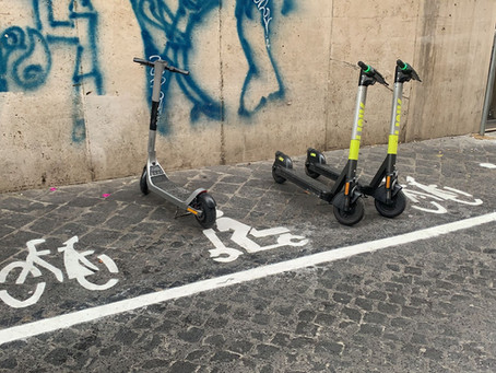 ARRIVANO I PARCHEGGI PER LO SHARING DI BICI E MONOPATTINI A ROMA