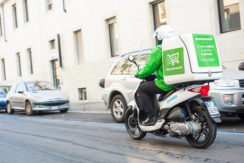 Scooter trasporto spesa pacchi e noleggio da Cooltra per Supermercato24