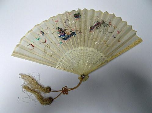 QING DYNASTY IVORY CHINESE HAND EMBROIDERED SILK FAN.