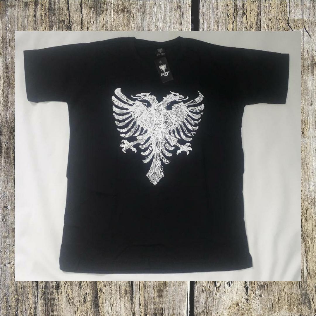 camiseta preta cavalera
