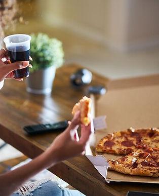 1800ss_getty_rf_eating_pizza.jpg