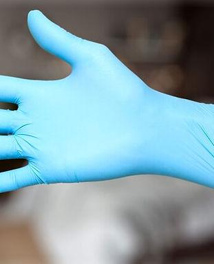 1800ss_getty_rf_putting_on_glove.jpg