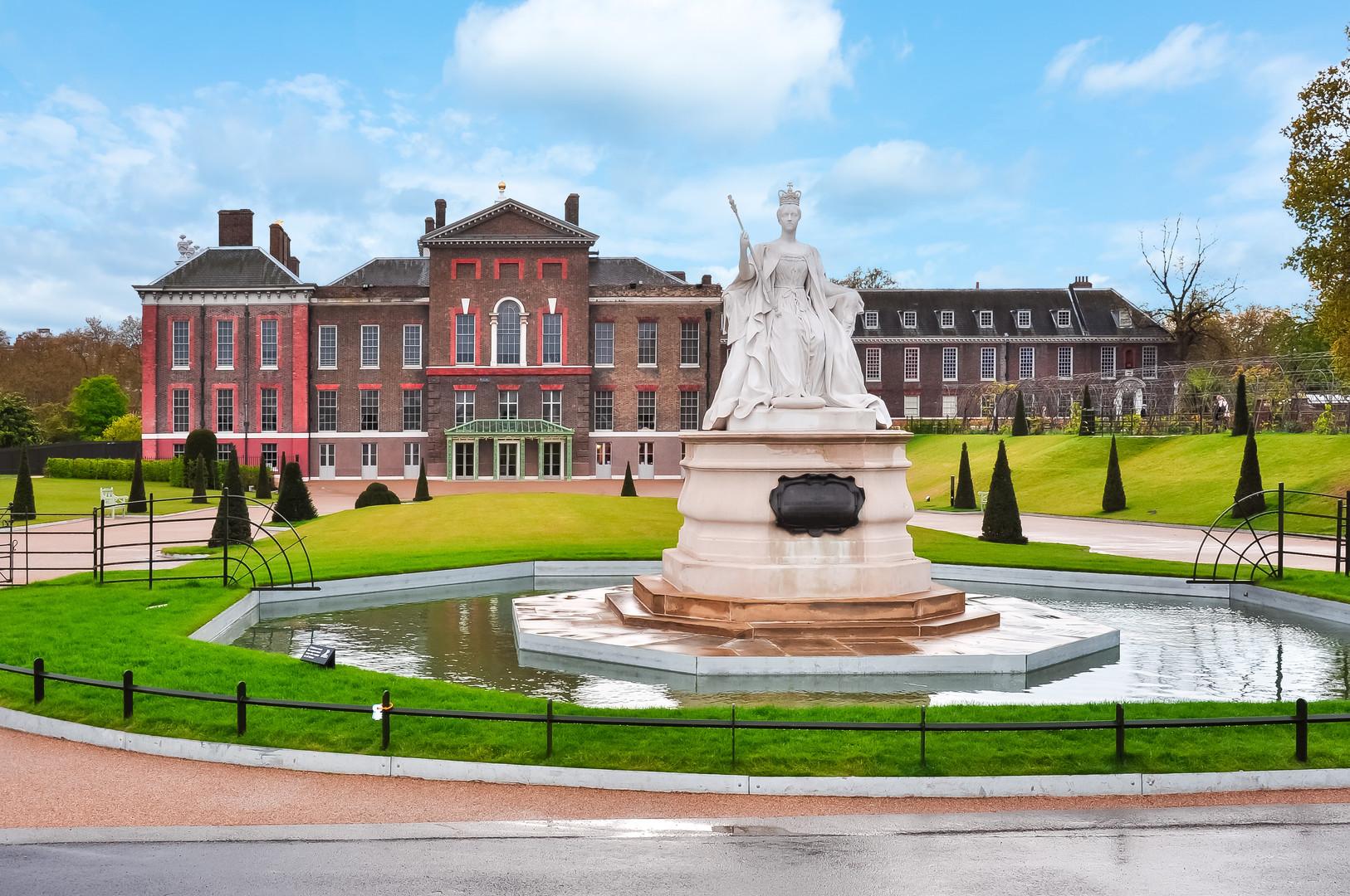 Kensington palace and Queen Victoria mon