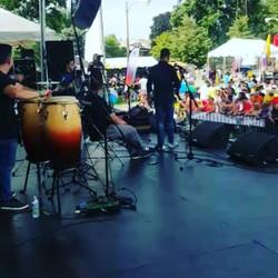 Lleno total en el festival colombiano en chicago. #colombianfest _letzingvallenato _carlos