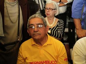 Adilson Gomes é homenageado pelos anos na política